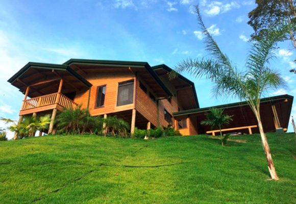Construction of treated wood houses in Costa Rica
